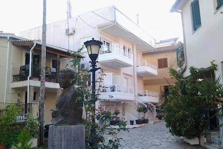 Sakis' apartments center of town