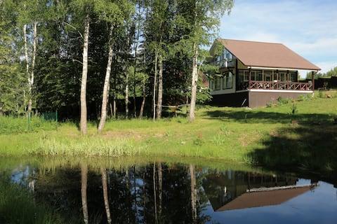 Дом в стиле швейцарское шале недалеко от Поленово