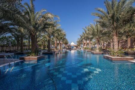 2BD + maids Full Sea View! Free Beach! Up to 5 !!! - Dubai