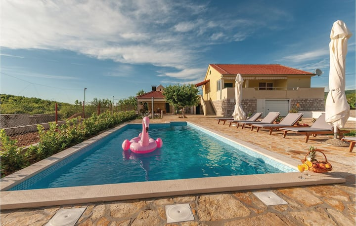 Stunning home in Cvrljevo with WiFi and 3 Bedrooms