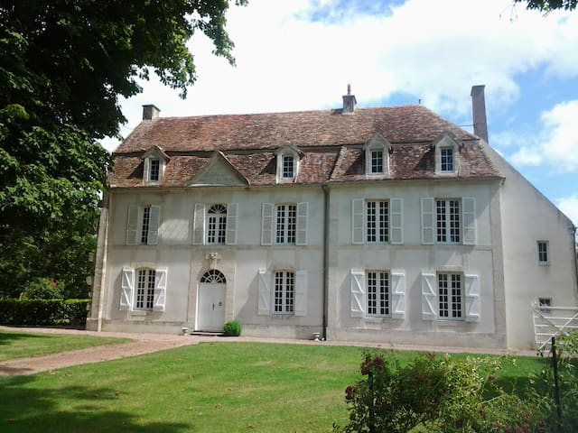 Une confortable maison de famille à la campagne - Les Moutiers-en-Auge - Haus