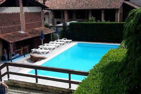B&B rustico con piscina nel cuore del Canavese - Bed & Breakfast