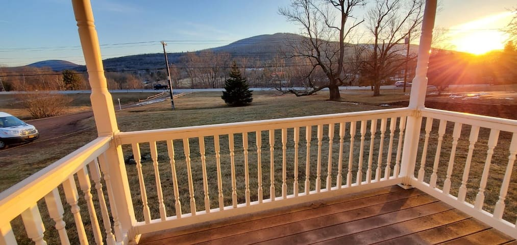 2. Beautiful, Cozy Condo with  view of Windham Mtn