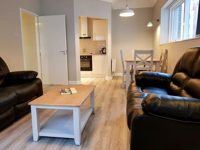 2 Bed Apartment Near the 3 ARENA!