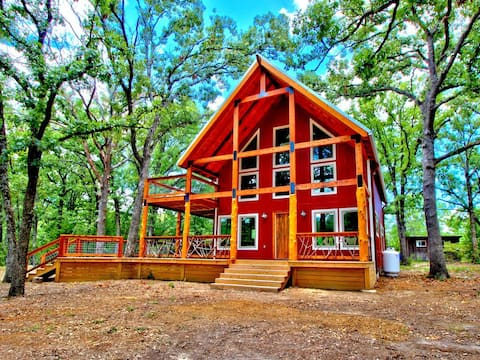 Amazing Cabin on 130 Secluded Acres-Brand new luxury HOT TUB!!!!