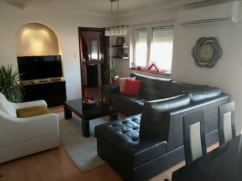 Brand New Apt in city center with private parking