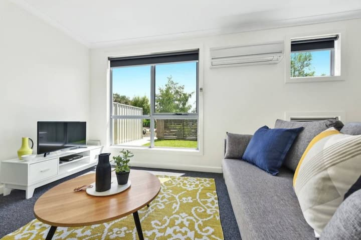 Stylish and Spacious Launceston Villa + Free Wifi