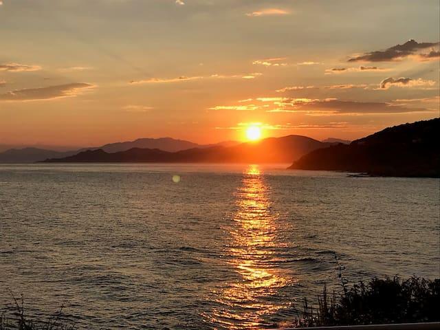 6h28 ... on ne se lasse pas du lever du soleil le matin sur le cap corse...