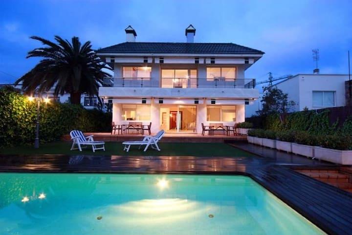 SOFIA BEACH, 3min to the beach, CENTER - Sitges - Villa