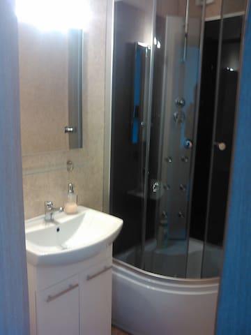 Badezimmer von Zimmer 1