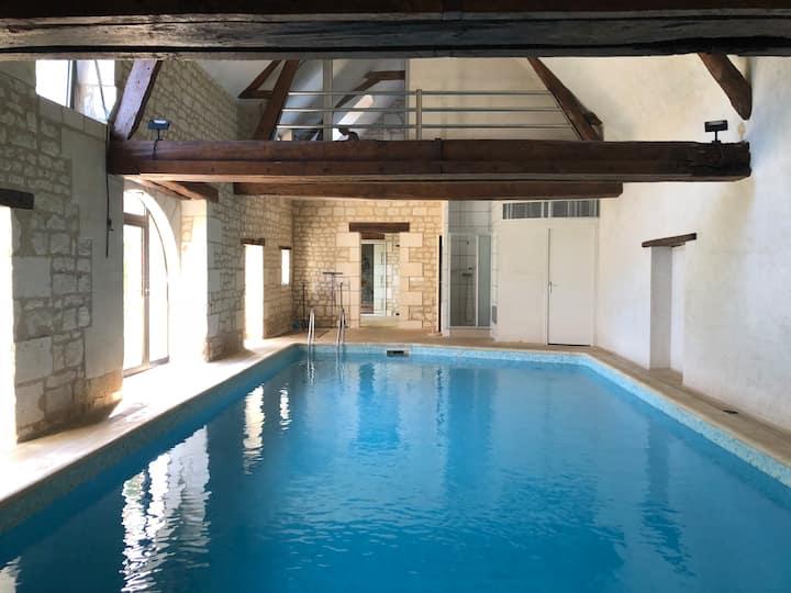 Authentique longère au calme avec piscine