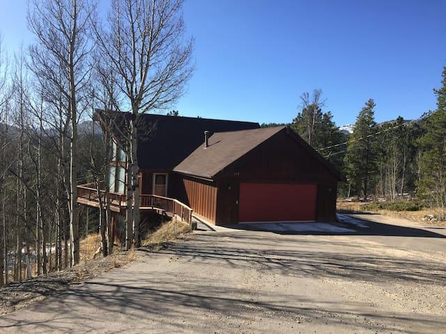 Cabin in BlackHawk Colorado, great deck and views!