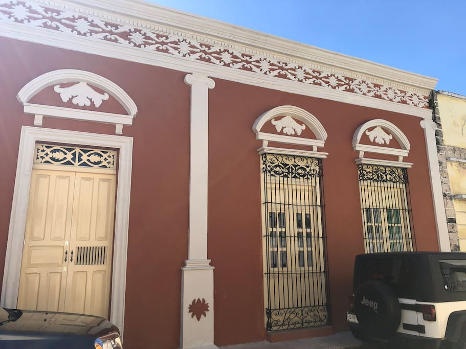 Original facade totally restored I this XVII colonial house , INAH catalogued gorgeous space totally restored for you
