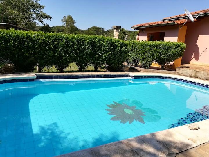Idílica casa con piscina a  orillas del Arroyo Ytu