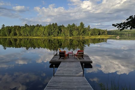 Modern Sunset Lake Cottage 1 hour from Halifax