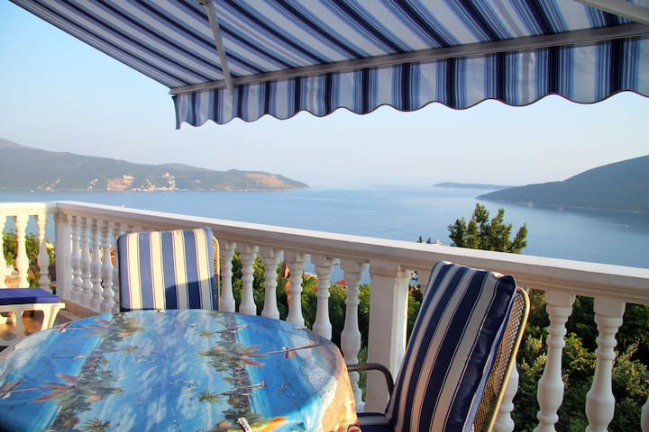 Comfortable 2 bedroom apartment, perfect sea view