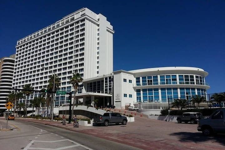 Beachfront 16th floor Oceanview with free Parking - Miami Beach - Andelsboende