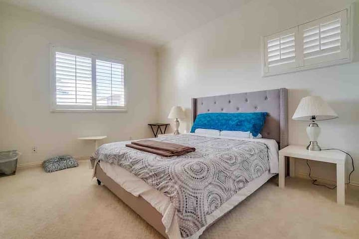 Room #5 with private bathroom in Monterey Park