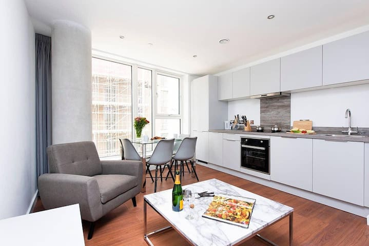 Luxurious and Bright 2BR City Centre Apartment