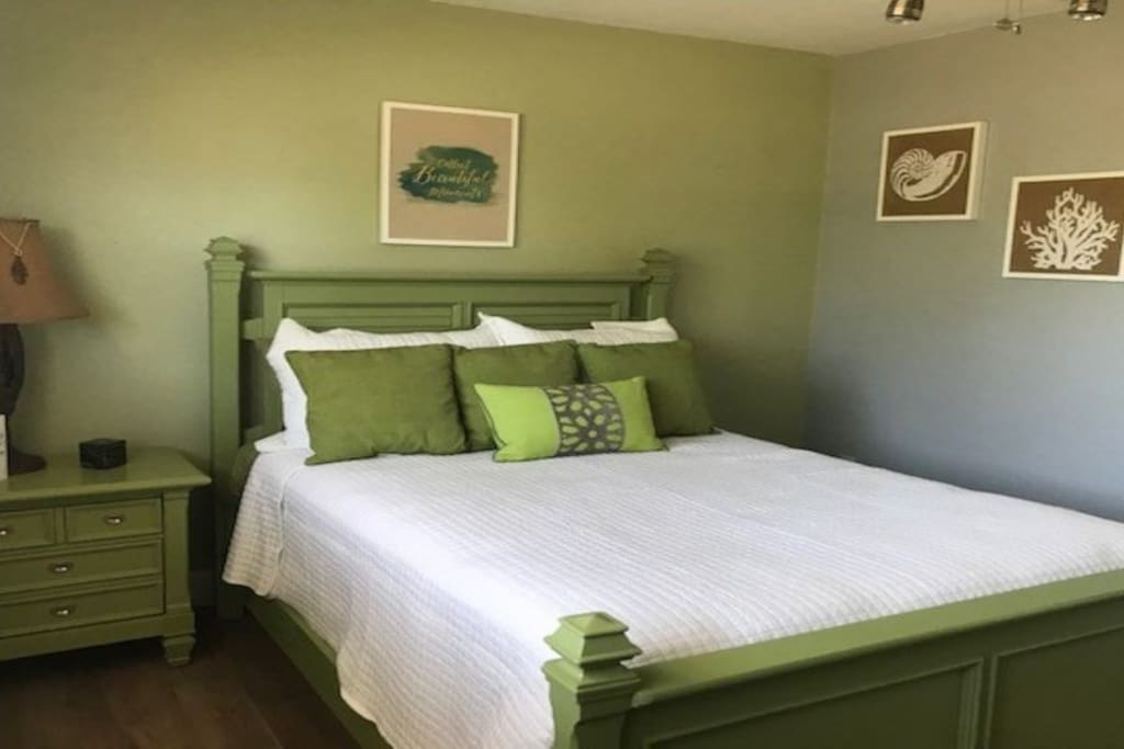 Green Room with Double Bed