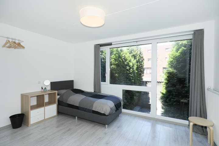 Spacious Room near Amsterdam and Schiphol Airport