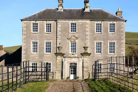 Bed & Breakfast in beautiful Manor House - Ilam - Bed & Breakfast