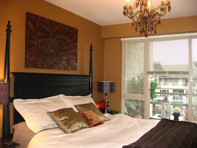 Beautiful Furnished 2 bed 2 bath Ocean View Condo - North Vancouver - Apartment