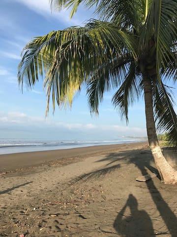 Puntarenas Beach Home, Spacious, High speed Wifi