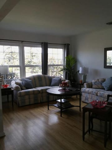 2 bedrooms/4 beds/1 bath/full kitchen close to LAX