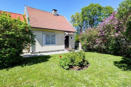 Sunny family friendly healthy area. - Haapsalu - Casa