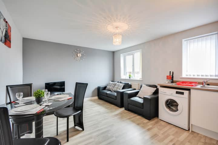 Cosy 2 Bedroom Apartment with Free Parking