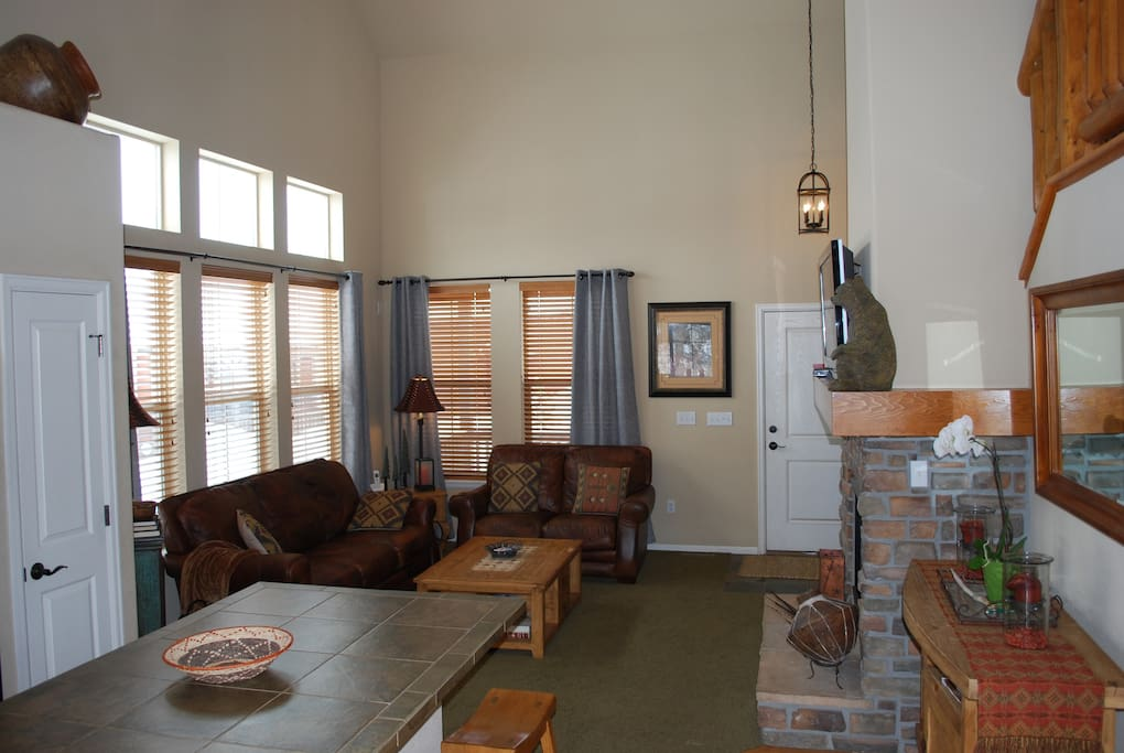 Cozy/spacious great room