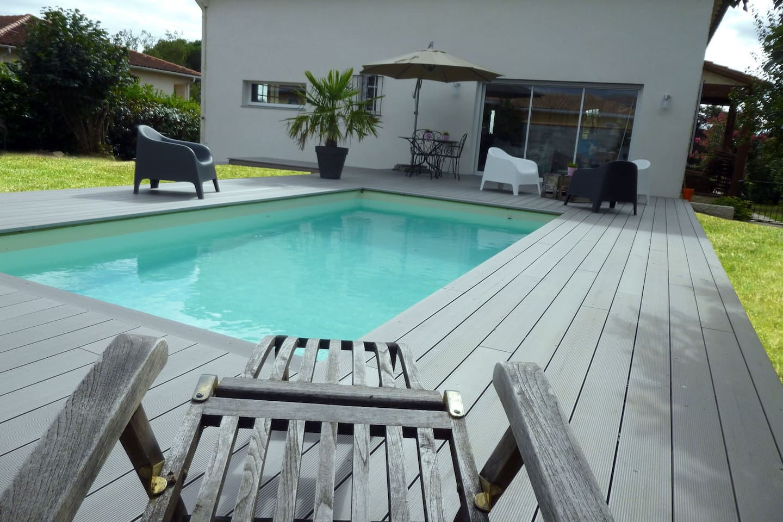 Au bord de la piscine...