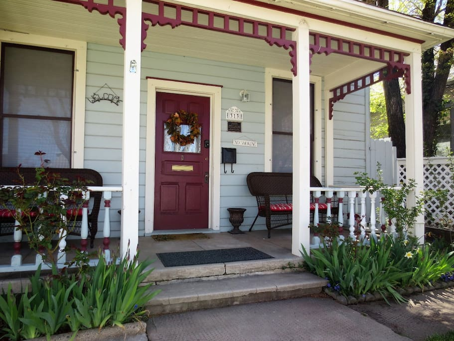 Delightful Front Porch of Serendipity Cottage