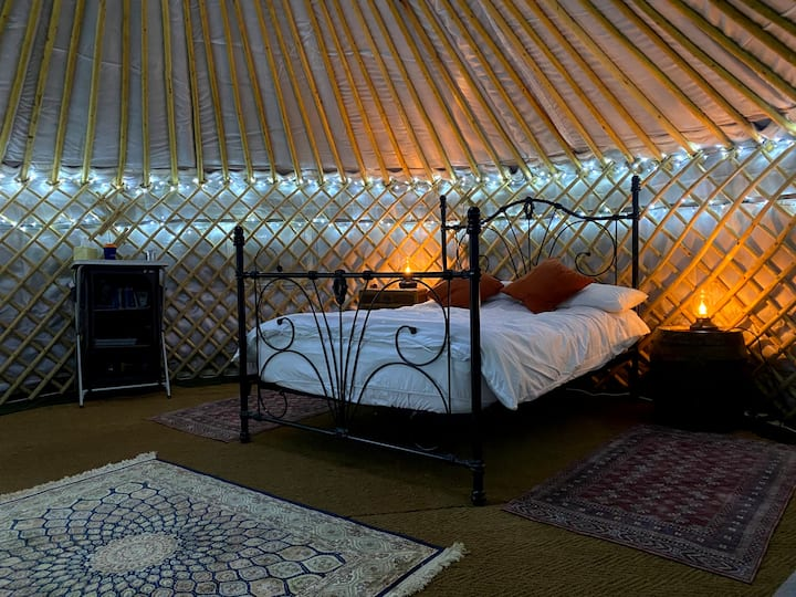 Yurt with hot tub at Waterperry Alpacas