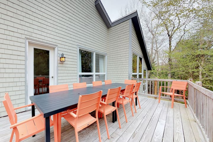 Home w/deck, great location in the heart of Acadia National Park!