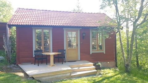Charmig stuga/ Cottage with lake view