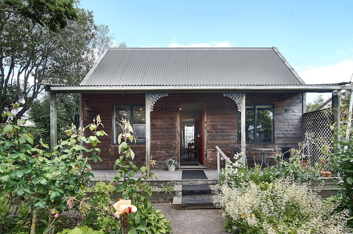 The Enchanted Cottage - Christchurch - Willa