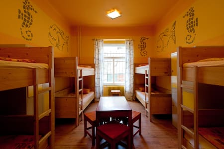 10min centre, breakfast, bed in hostel 8bedroom15a - Prag - Lägenhet