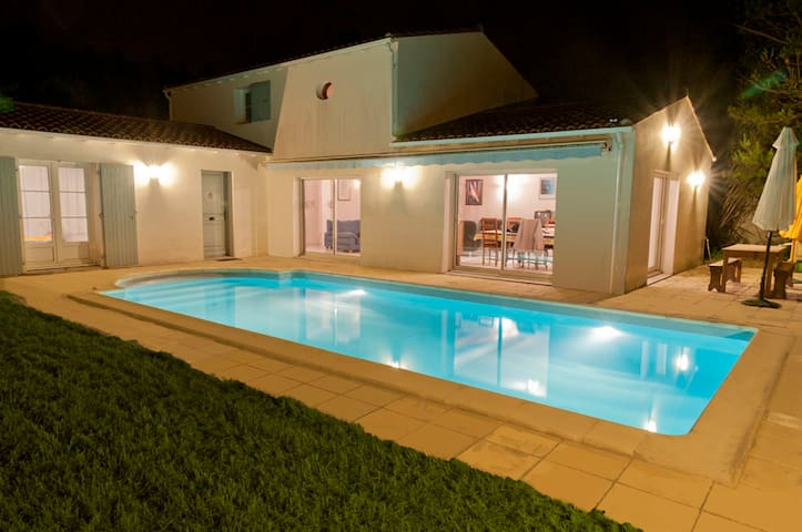 2 Bedrooms + Private Bathroom With Heated Pool - Sainte-Marie-de-Ré - Villa