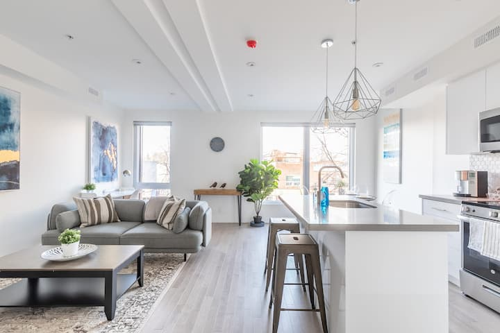 NEWLY RENOVATED - Luxury 3BR Apartment - Steps to High Park!