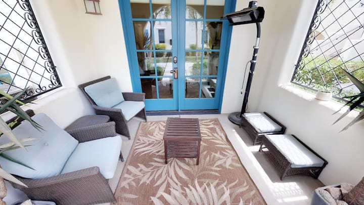 (LV018) Downstairs Legacy Villa Studio Close to Pool and Fitness