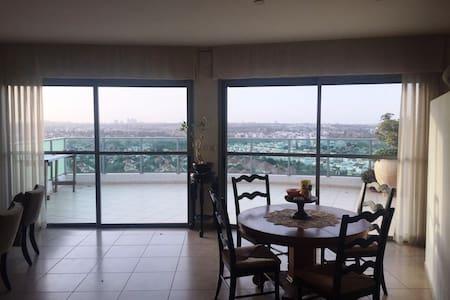 Penthouse apartment near Tel Aviv - Hod Hasharon - Apartment