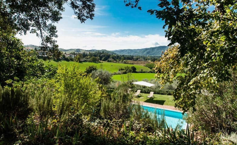 Cosy cottage with large pool, near Perugia