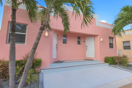 Cool Tide Bungalow - One Block from Boardwalk! - Hollywood - Chalet