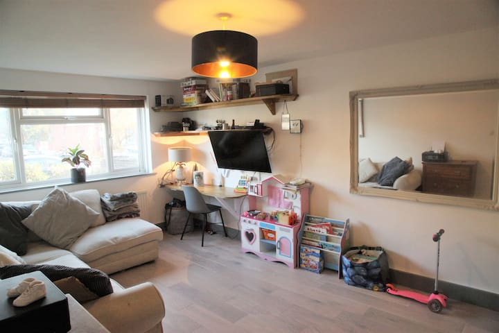 Comfy 2 bed flat perfect for couples and families