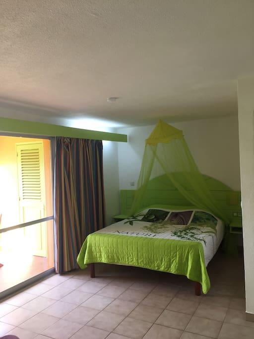 Matelas neuf tropical 160CM avec moustiquaire