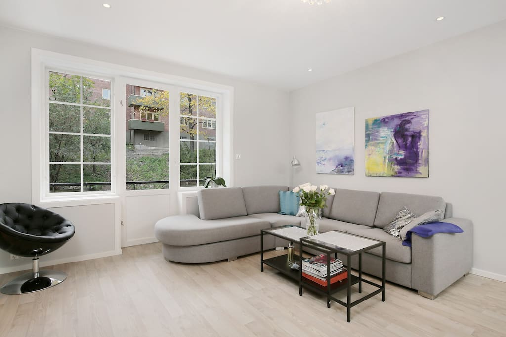 Large living-room with large windows and access to balcony with sun