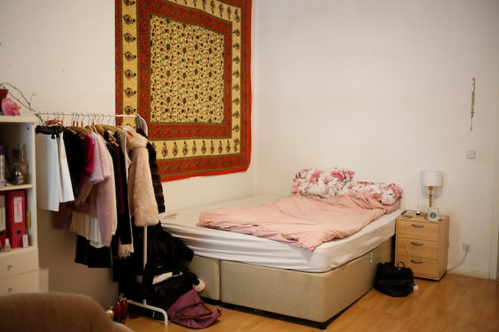 big room in Friedrichshain - perfect location
