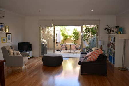 Spacious, modern townhouse - North Fremantle